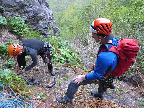 Knivskarpe alpinistar på innsteget.