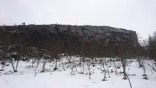 Når denne 15 meter høge veggen ikkje er ein foss, slik som i dag, har den potensiale for nokre skikkelige kremruter. Sjekk dei diedera då!