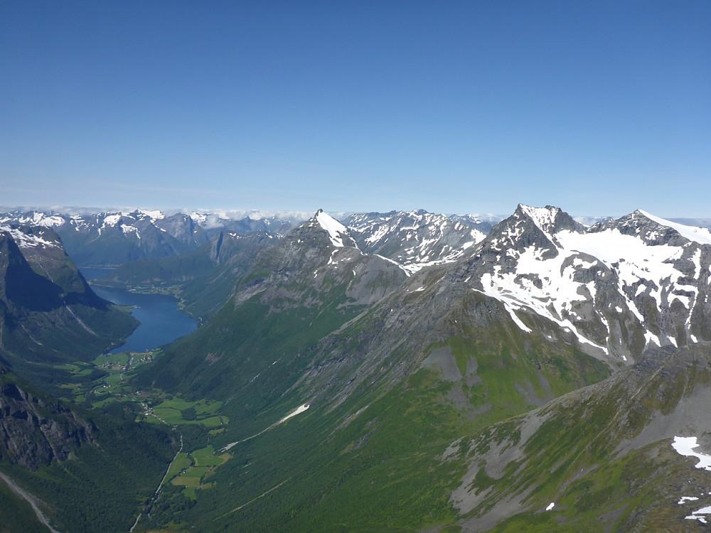Jauda, det er fint dette! Norangsfjorden, Øye, Slogen og Smørskredtindane.