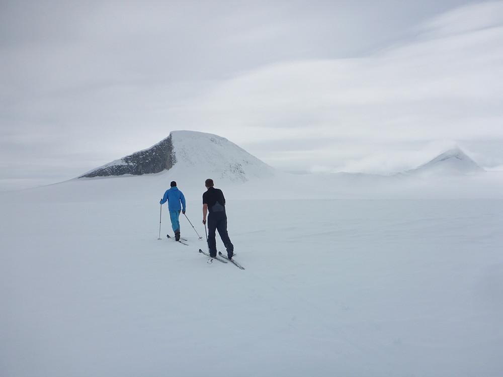 Vi har vore på Gjelhøi og er på vei til Austre Holåtind. Dette var medan vi enno hadde sikt.