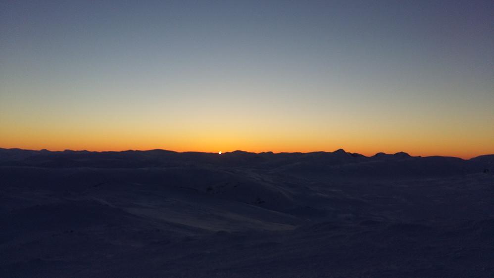 Nydeleg vinter solnedgang frå Dørkampen 1820 moh