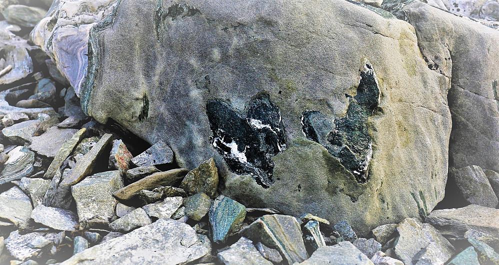 Ved Store Austanbotntinden 2204 moh Trur eg lyt tilbake å hente denne steinen!