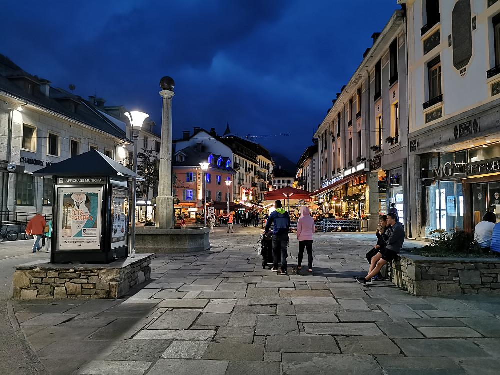 Eit kviledøgn i Chamonix eller berre hardt arbeid å komme over alle sportsbutikkane som var i Chamonix gater. Eg har vel i grunn aldri sett så mange enkeltmerke sportsbutikker nokon gong i mitt liv. Det var meir slitsomt å tilbringe tid i desse butikk gatene enn høgdelivet til fjells! Trur eg begynner å bli gammal!