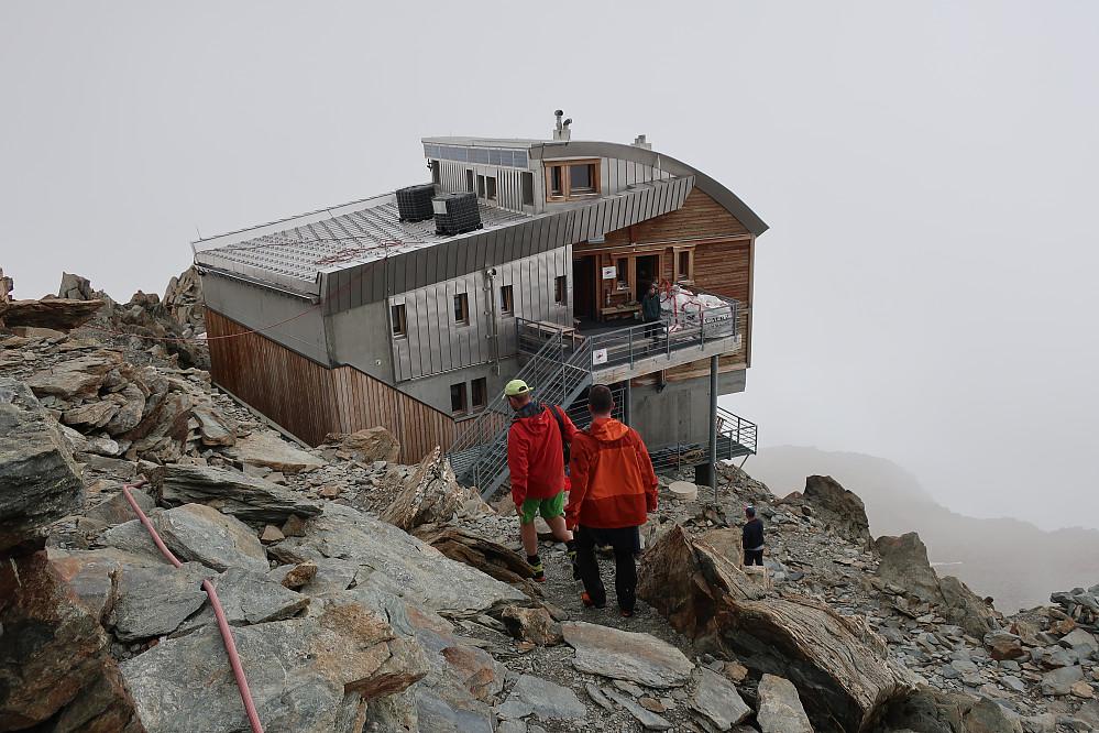 """Refuge De Tete Rousse 3167 m med lang bestillingstid! Eit godt startutgangspunkt for toppen av Mont Blanc via normalruta """"Gouther Routhe"""""""