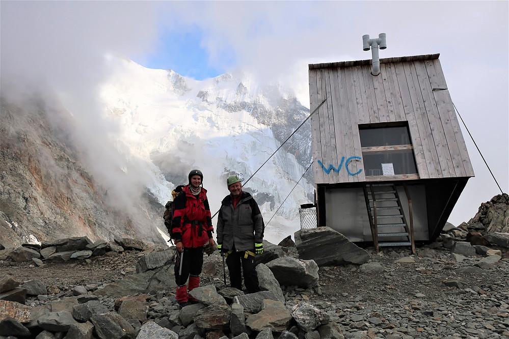 To trivelige far og sønn som kunne fortelle om ein kald, men vakker toppbestigning av Mont Blanc.