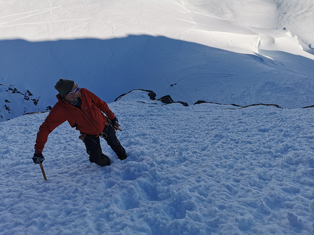 Bratt mot Gjertvasstinden 2351 moh