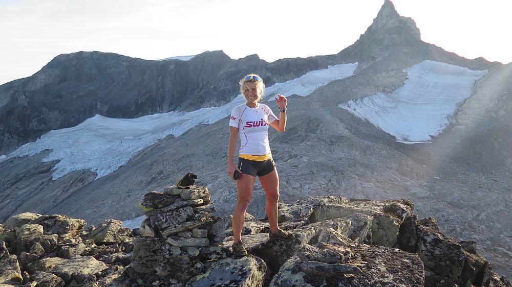 Gjuratinden sett frå Nyheitinden Sørvest for 1430 moh