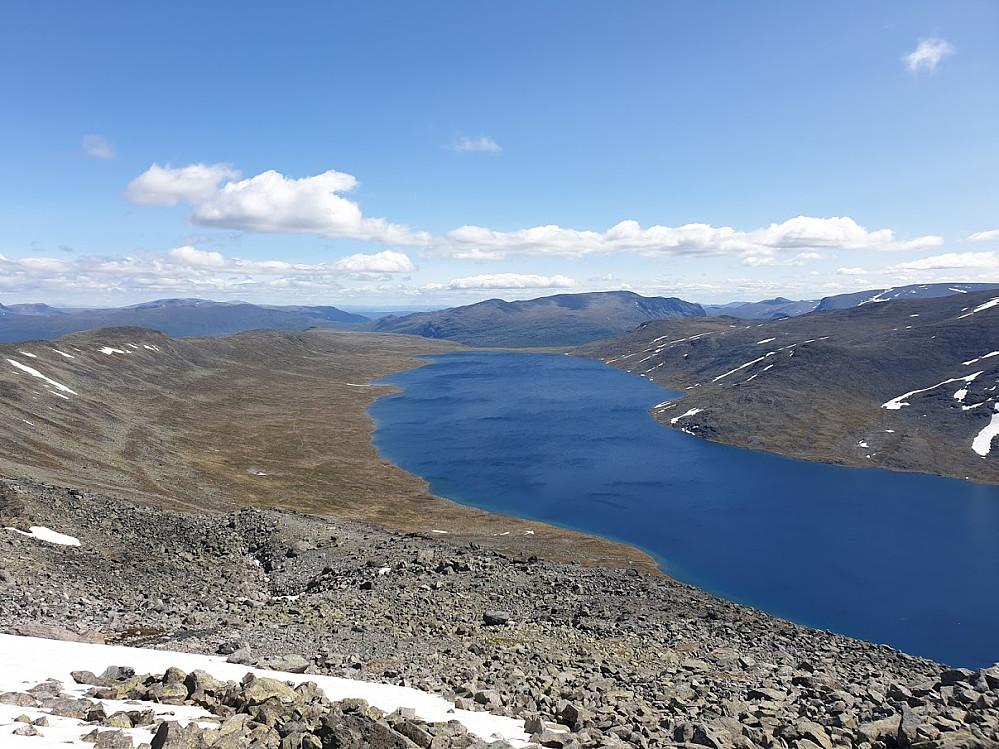 Utsikt over Bessvatnet på vei opp
