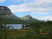 Sikkildalsvannet mot Søndre Gåpåpiggen som er dagens første topp