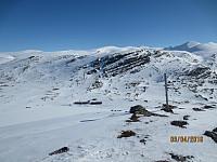 Ned mot Smukksjøseter fjellstue med Solsidevassberget bak