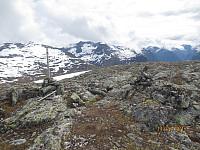 Markering på toppen av Staurinibba mot Skåla