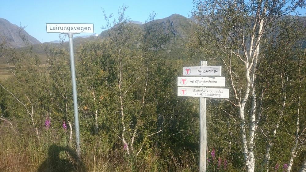 Skiltet der man tar av hovedveien