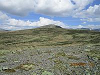 Fra en liten kul mellom toppene og tilbake mot Falkehøi og Strålsjøhøi