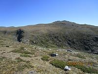 Jeg valgte å gå opp på ryggens ytterste punkt, Svartberget, som så ut som en topp herfra, men som ikke hadde noen primærfaktor