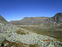 Nede i dalen igjen og bort mot Einøvlingseggen