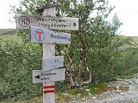 Det var også skiltet i stikrysset jeg kom til etter noen hundre metere. Jeg tok stien mot Høvringen