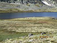 Inne ved Dørålsvatnet var det et telt, muligens en fisker?
