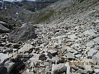 Jeg fulgte bekkeleiet ned fjellet, som var tørt i den øverste delen