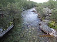 Ved elva ble det et stopp med vask i av svett kropp, før jeg gikk de siste hundre meterne til Dørålseter hvor sykkelen min ventet