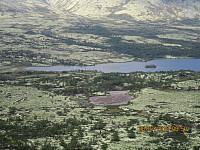 Ned mot Elgvatnet hvor det lå noen buer