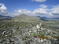 Toppen på Sandomshøe og mot Store Elgvasshøe