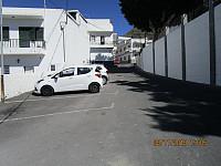 Gant en parkeringsplass i en av smågatene i Taraimo