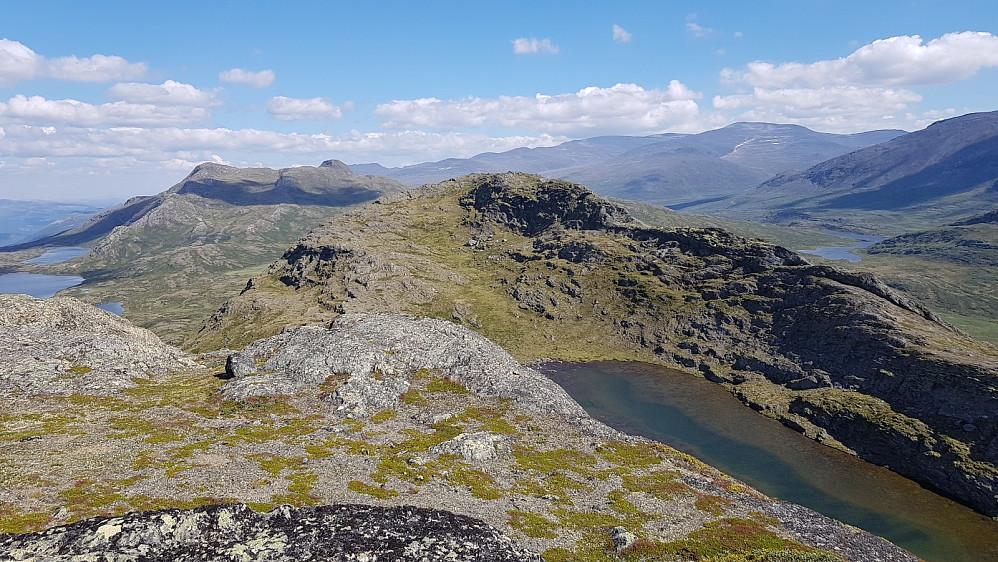 Tilbakeblikk bort mot Såleggje fra det nordlige toppunktet på Vittingskampen