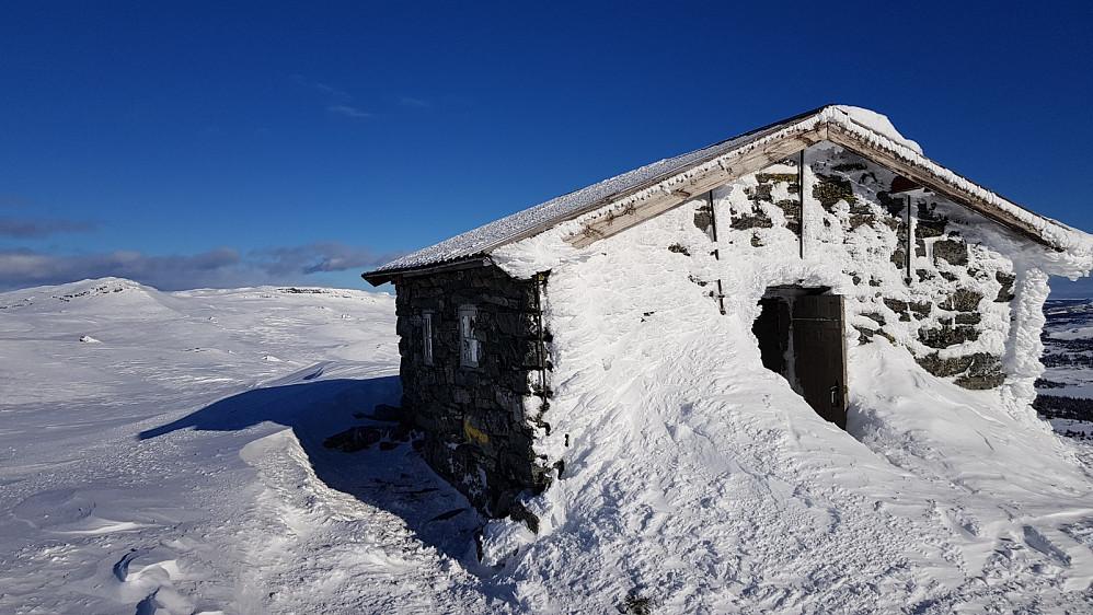 Døra stod oppe på hytta på toppen av Skeikampen