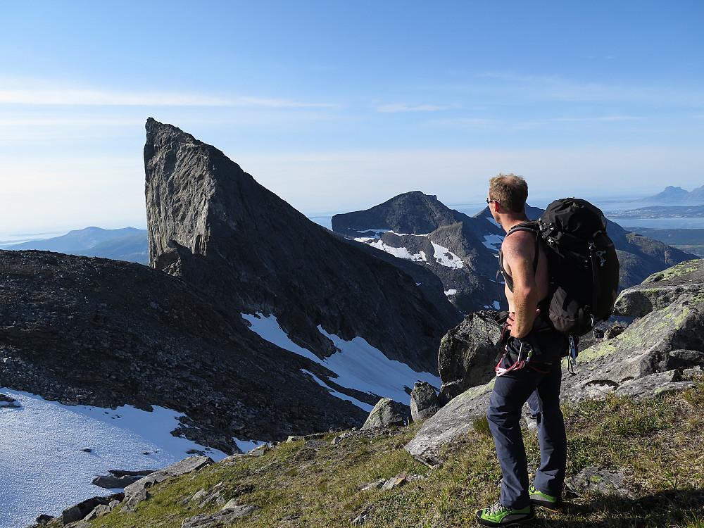 Jeg tar et tilbakeblikk mot Spisstind. For en fantastisk fjelltopp.