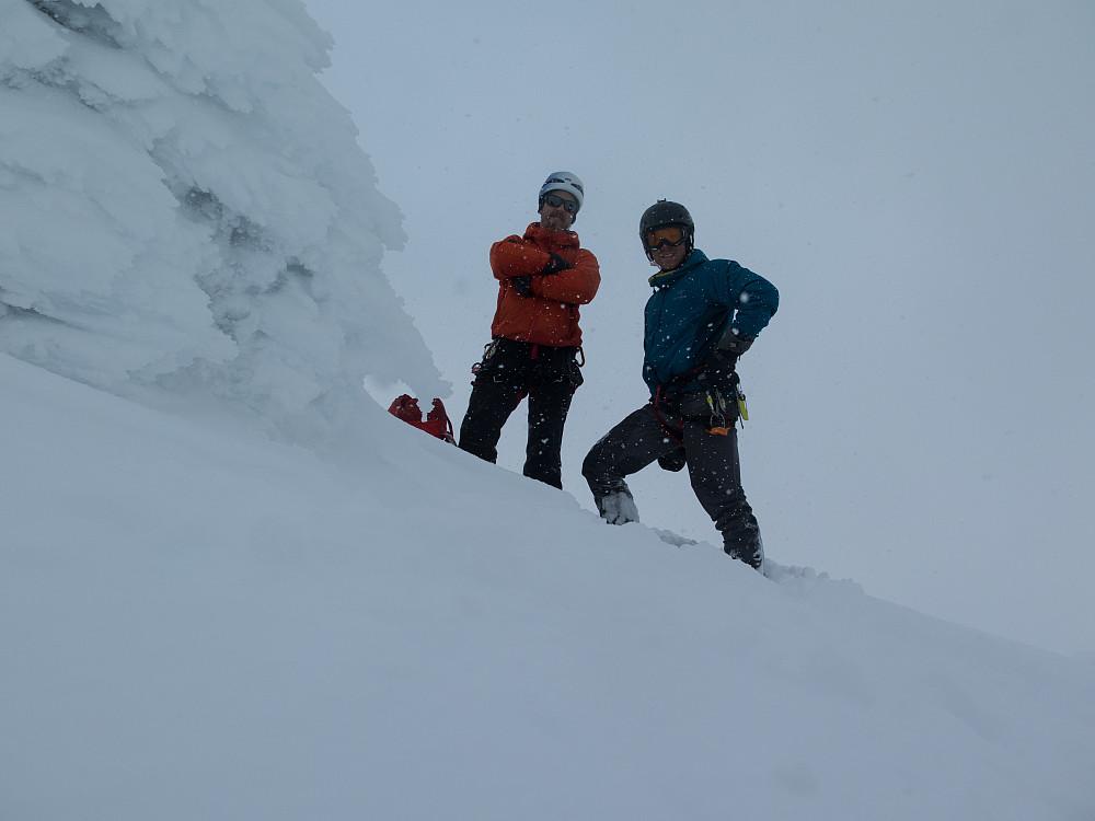 Teambilde på toppen av Høgnakken. Vi gjør oss klar for å ta fatt på den meget uforutsigbare rennen vår.