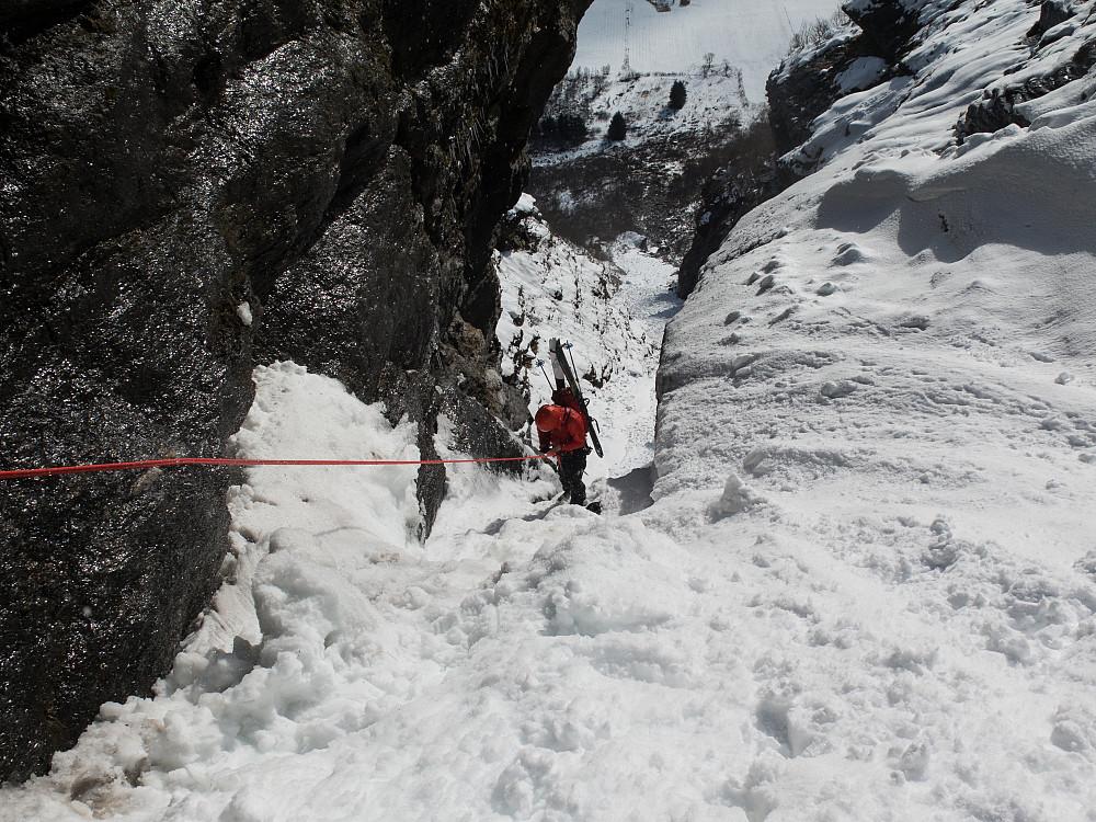 Kristian under rappellen i rennen. Akkurat 30 meter.