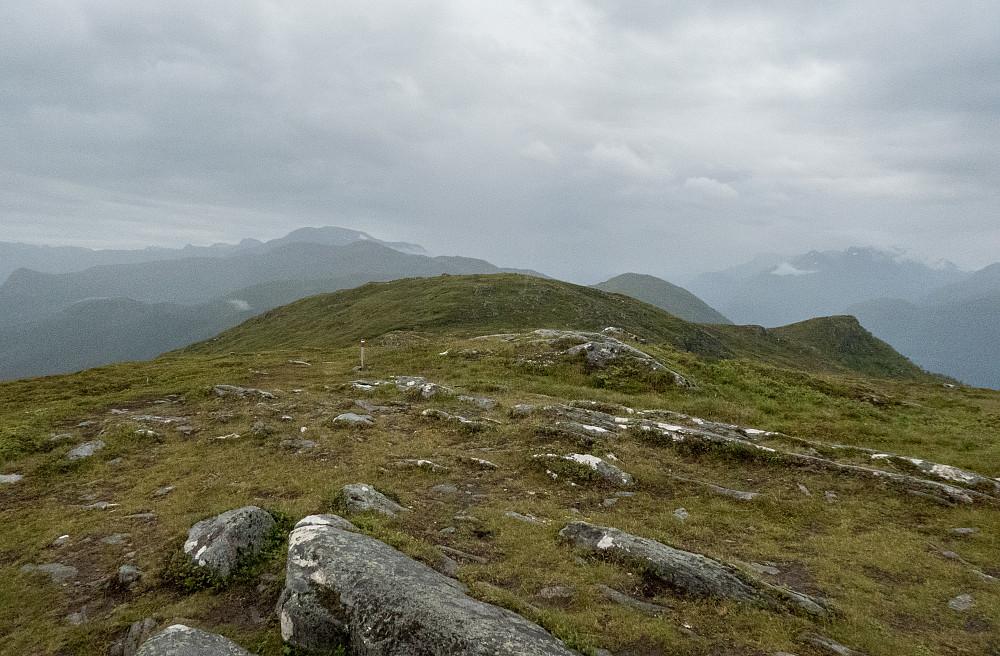 Mot toppunktet på Rotsethornet (653 moh)