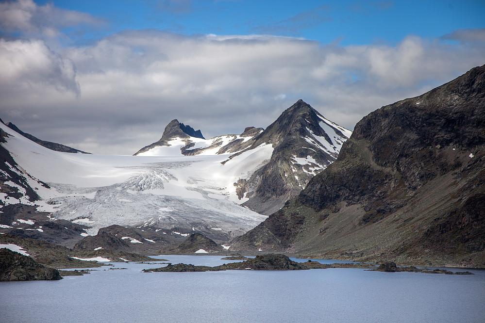 Mjølkedalsbreen, Sagi og Mjølkedalstind. Helt enig med deg, Herman Friele - Dette er kremen av norsk natur.