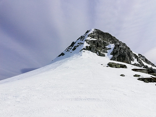Siste klyvingen opp mot Himingen. Gikk opp snøfeltet langs eggen