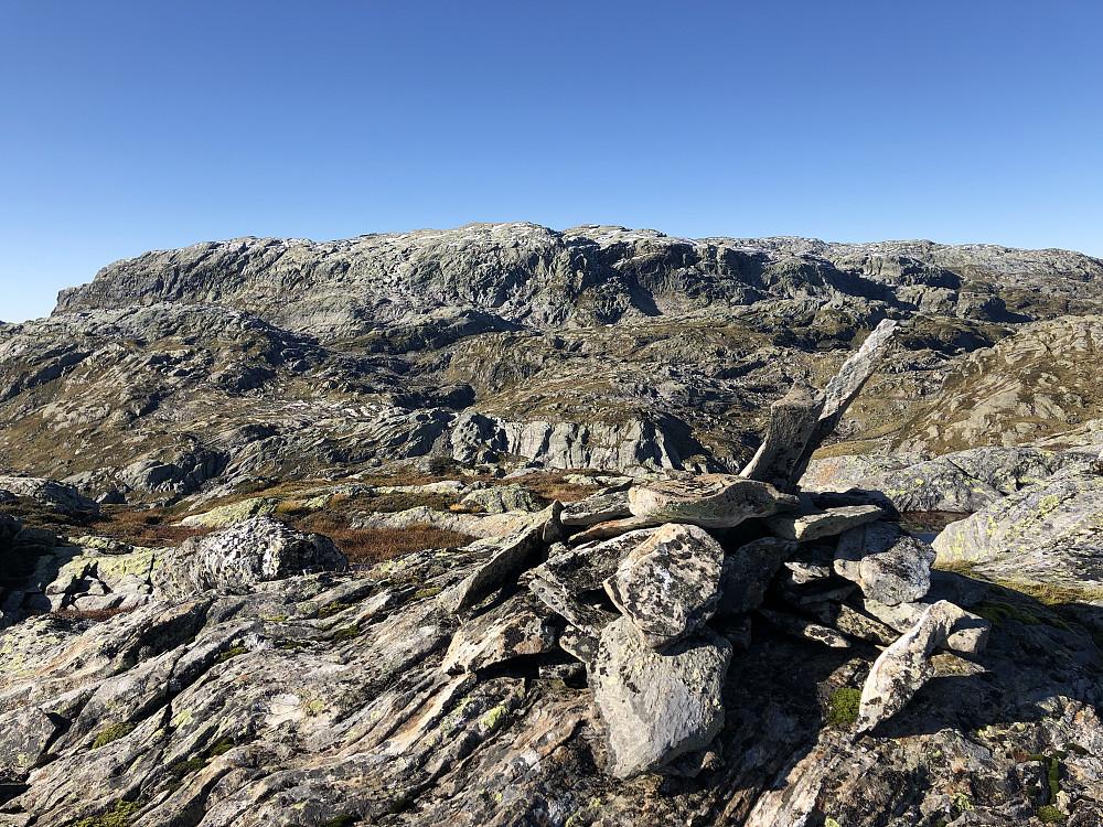 Toppen av Gråtindane med Fuglefjellet i bakgrunnen