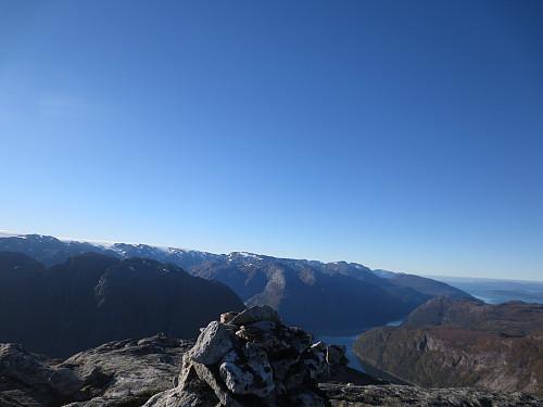 Toppen av Reppakruna, 1075 moh. Utsikt mot Nordrepollen. Helt vindstille og fin temperatur.