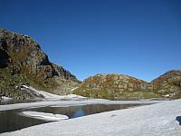 Vann 944 fullt av is og snø. Skulle tro det var juni!