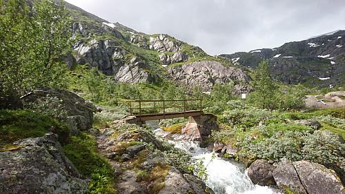 Ved broen tok jeg av mot Ruklenuten.