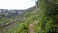 Nå var det god sti igjen. Ingen tvil om hvilket av de to fjellene som er mest besøkt.