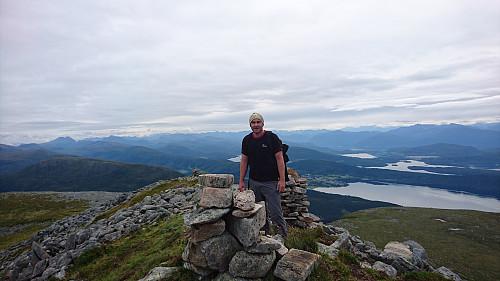 Toppen av Urfjellet, 839 moh. Utsikt øst.