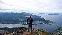 Utsikt mot Brattvåg fra Hellandshornet.