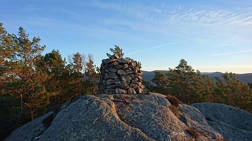 Toppen av Hovdafjellet, 170 moh.