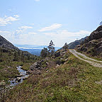 Straks klar for 3 km på grusvei ned Vatnadalen.