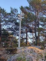 Fastmerke på en ikke navngitt topp ca. 200m i luftlinje nord-nordøst for toppen av Brørnaåsen.