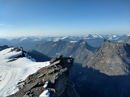 Fra toppen av Breitinden mot Romsdalseggen, Blånebba og Romsdalshorn.