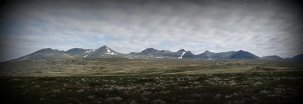 Smiubæljen og deler av Rondane sett fra Spranget
