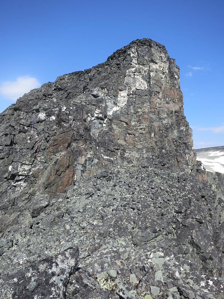 Bakarste Storgrovhøe. Rappellpunktet ses så vidt med det røde tauet
