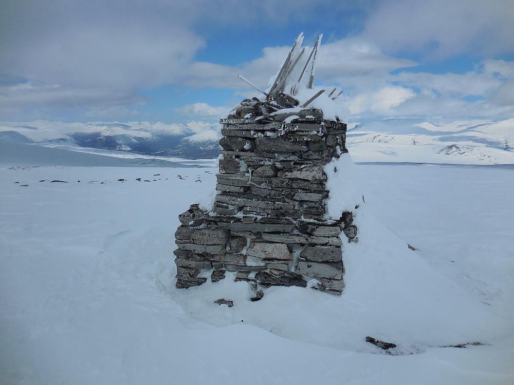 Fra toppen av Søre Skarvhøi er det flott utsikt mot...