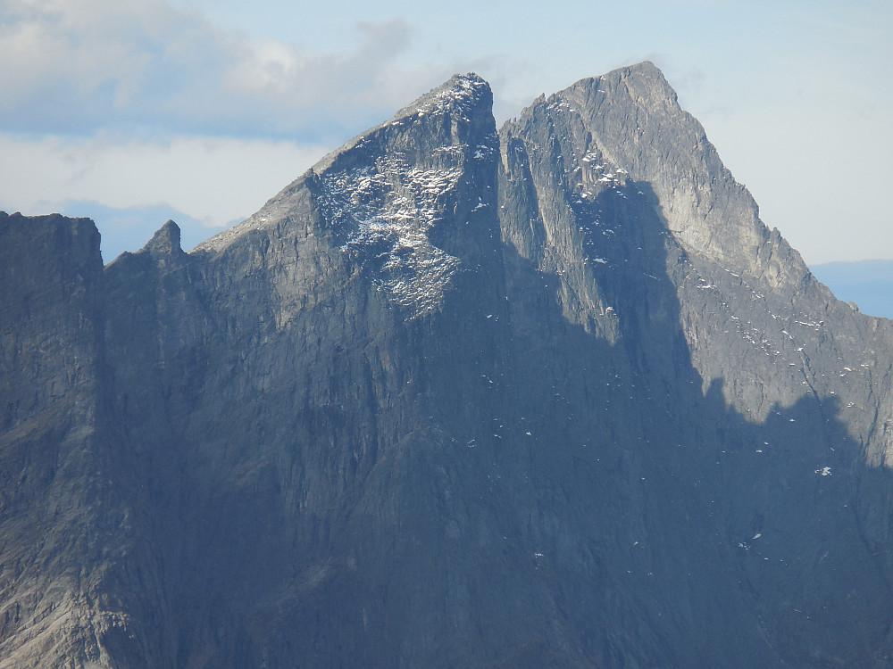 Andre fjell kommer også til syne, her Trolltinder.