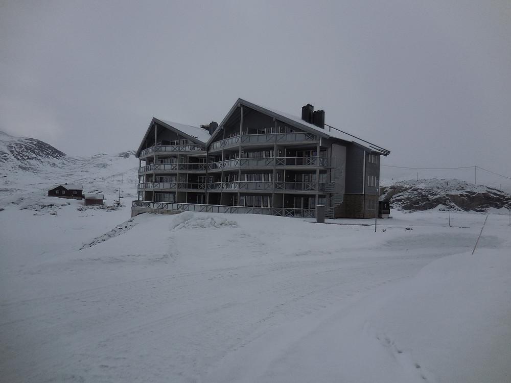 Startet fra det nybygde Tyin hotell på turen til Målegga.
